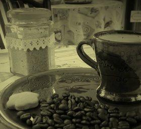 Indítsa velünk a reggelét egy ínycsiklandó kávéval, helyben sütött mézeskalács finomsággal